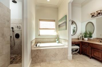 19 Master Bath